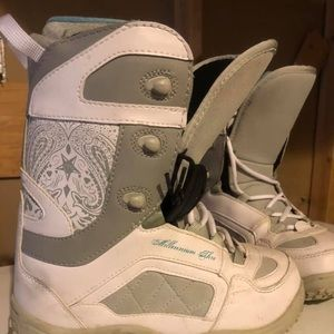 Shoes - Women's Snow Board Boots